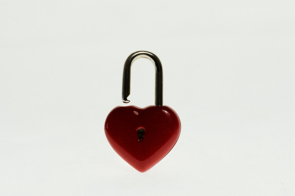 love-heart-metal-castle-close-security-1061240-pxhere.com